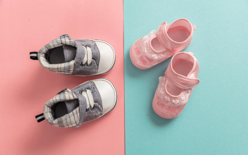 baby shoes announcing baby gender